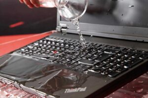вода на ноутбуке